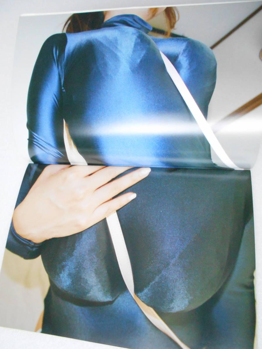 パイ・スラッシュ (バッグの肩掛け紐が、女の子の胸の谷間に食い込むこと)フルカラー写真集 同人誌_画像7