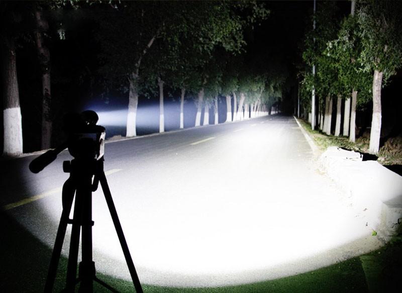 最新デザイン 超強力 46時間点灯 LED ハンディライト セット ズーム機能 CREE以上 懐中電灯 防災 18650 充電池 釣り 登山 自転車02_画像5