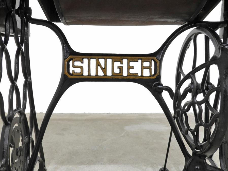 1928年 スコットランド製 アンティーク SINGER 足踏みミシン 木部装飾入り/シンガー 鉄脚 レトロ 英国 イギリス 店舗什器_画像3