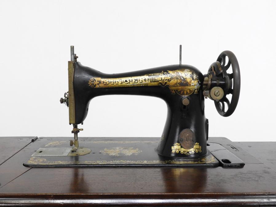 1928年 スコットランド製 アンティーク SINGER 足踏みミシン 木部装飾入り/シンガー 鉄脚 レトロ 英国 イギリス 店舗什器_画像2