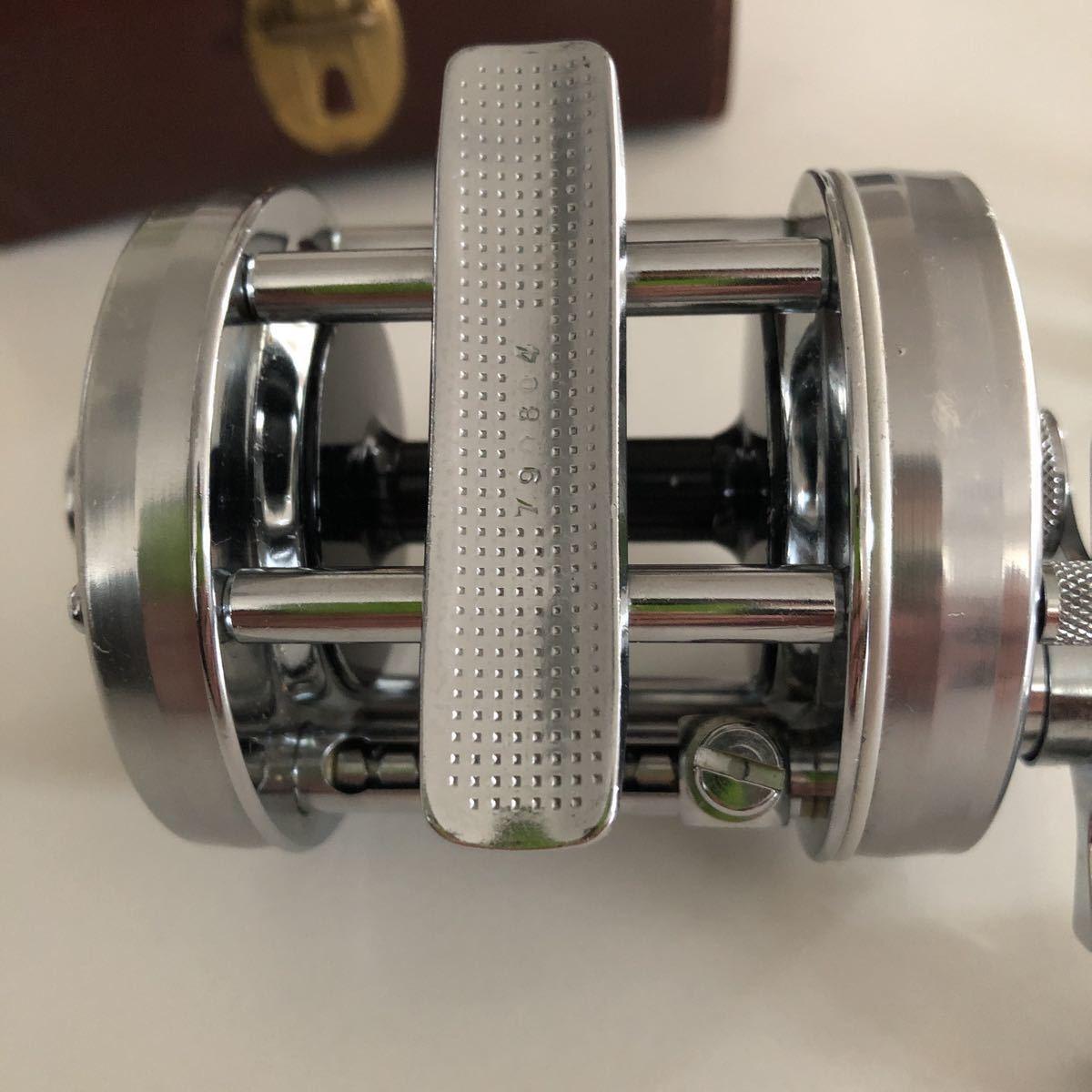 美品 ABU 6500C 79年 ブラックステッカーモデル シルバー 革ケース付属付き/アブ ambassadeur 雷魚_画像9