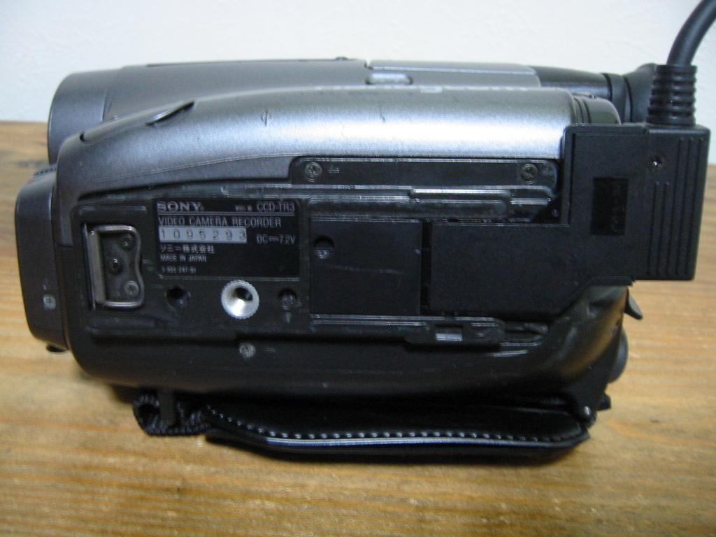 カメラにDCコード接続で長時間の再生OKです