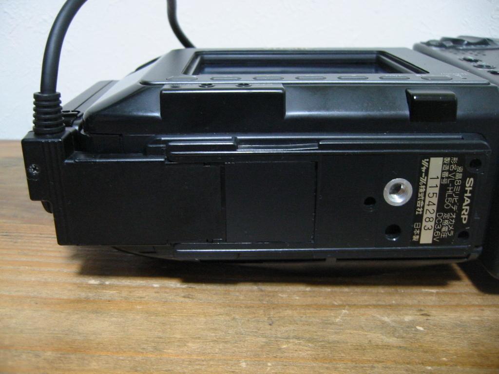 カメラにDCコードを接続で長時間の再生OK