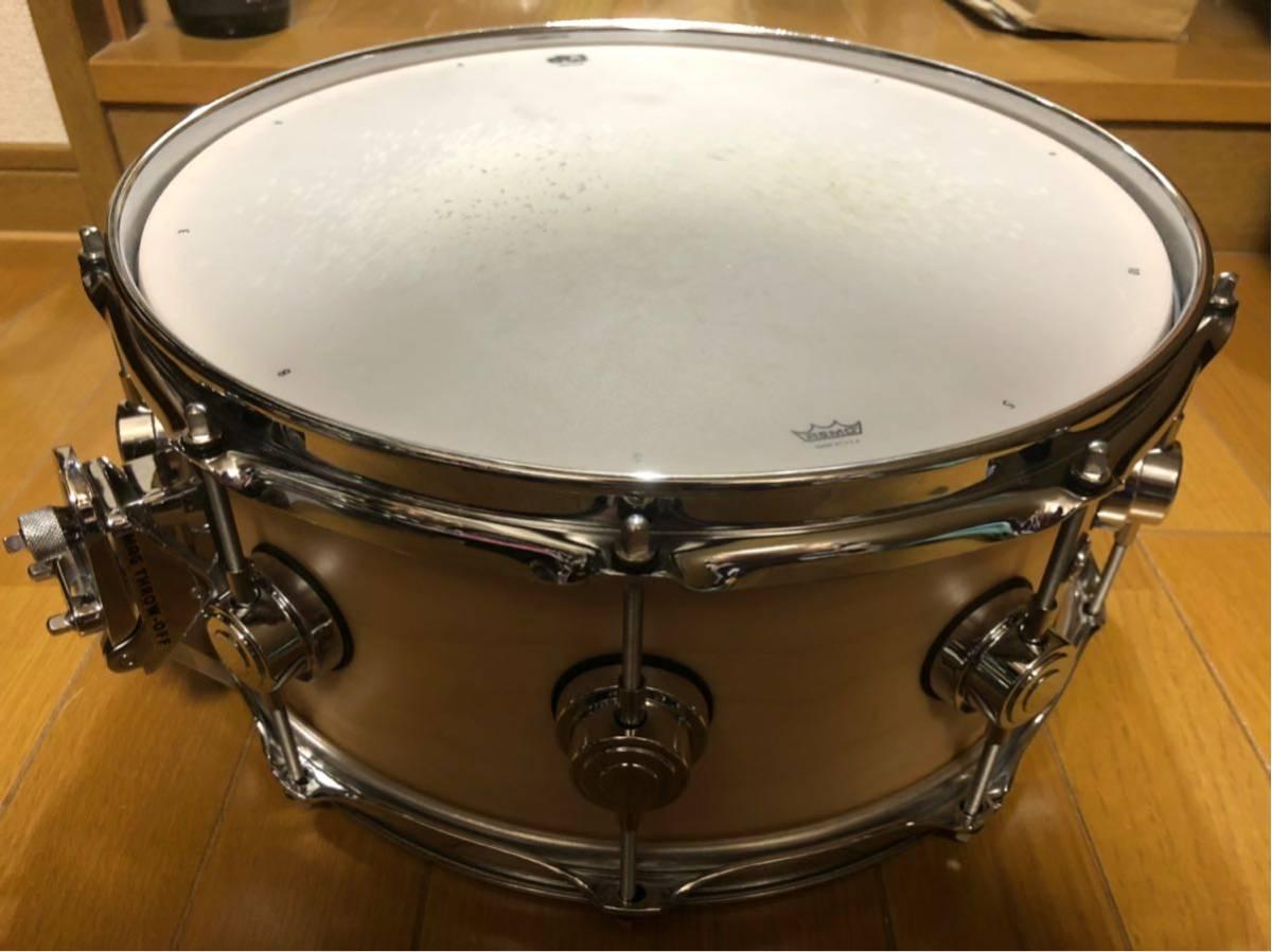 DW スネアドラム_コレクターズメイプル14×6_ [ほぼ新品]DW-CL 1460 SD/SO-NAT/C(イケベ楽器ドラムステーションで購入)_画像3