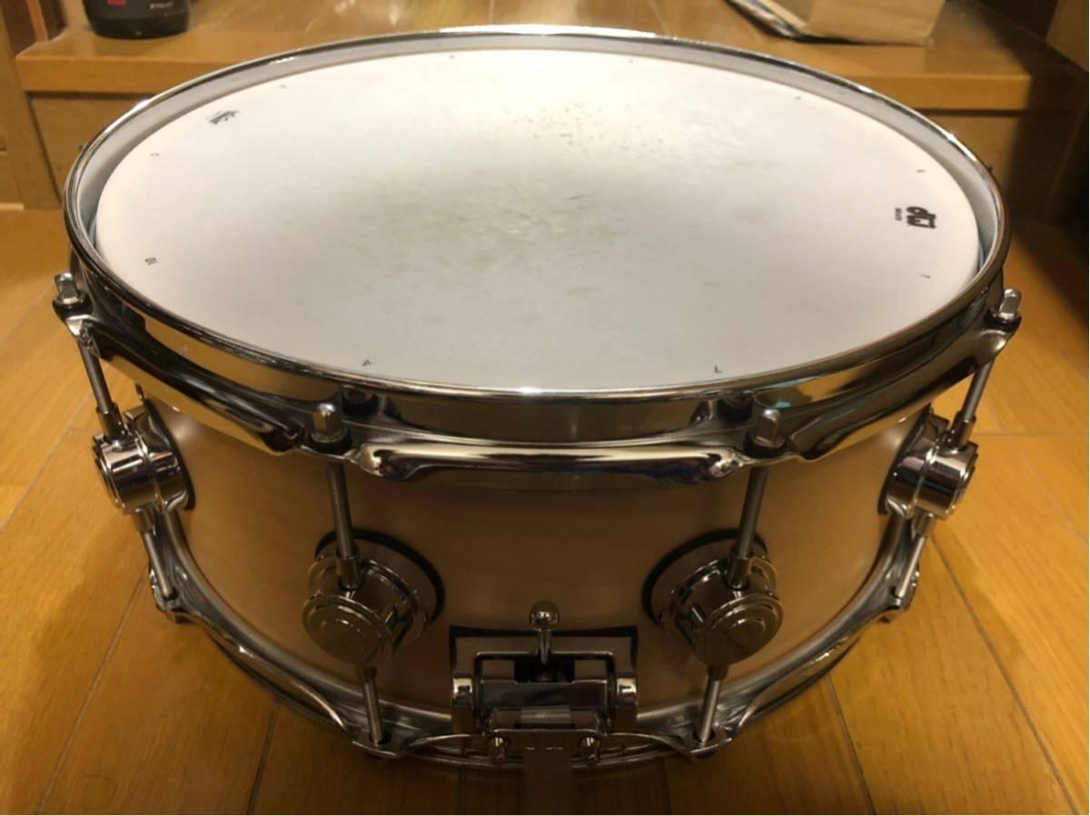 DW スネアドラム_コレクターズメイプル14×6_ [ほぼ新品]DW-CL 1460 SD/SO-NAT/C(イケベ楽器ドラムステーションで購入)_画像4