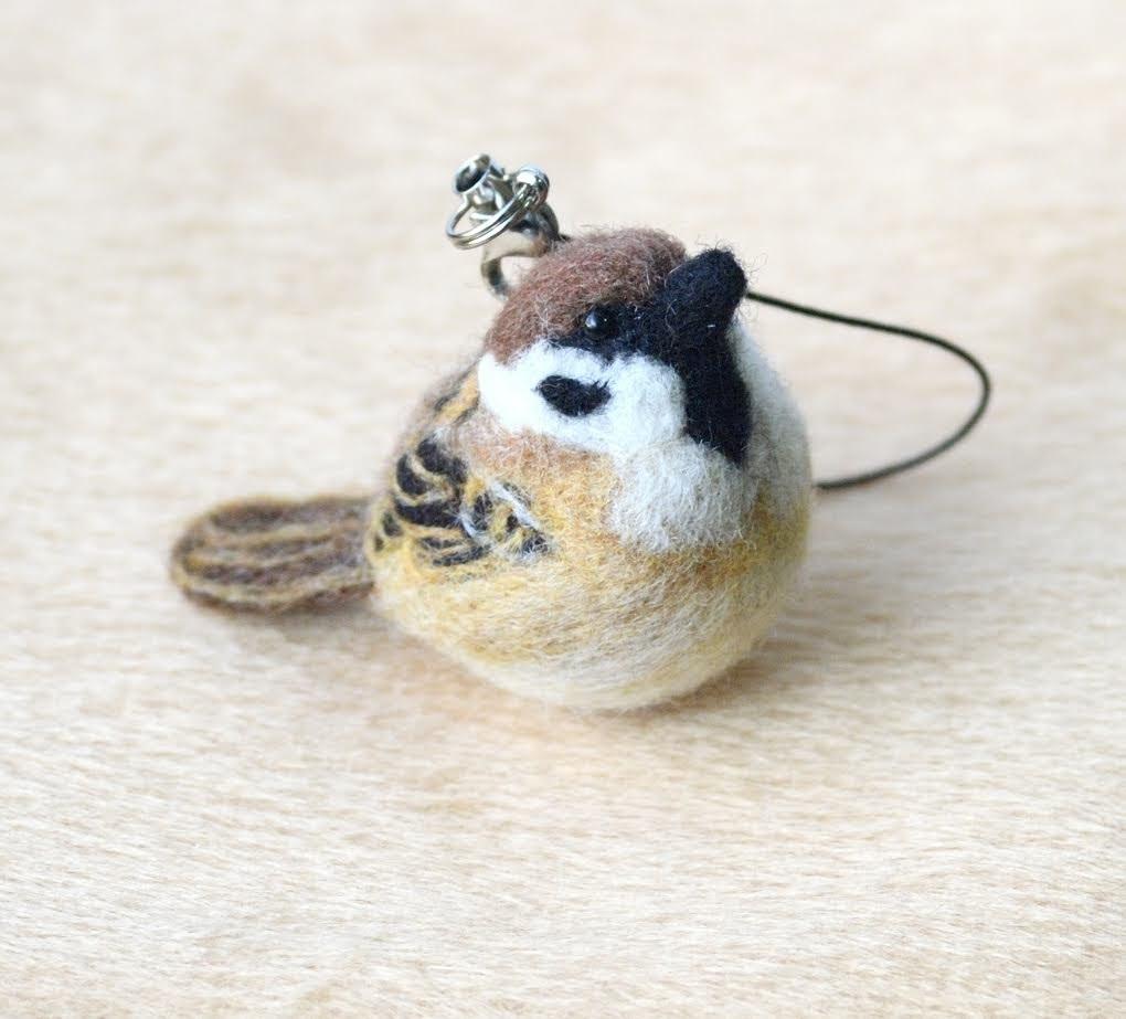 羊毛フェルト 鳥 ☆ふくらすずめのストラップ☆ ハンドメイド