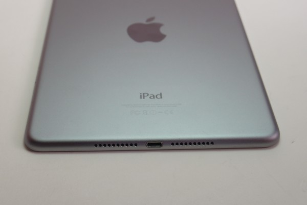 iPad mini4 16GB スペースグレイ Wi-Fi+cellular au MK6Y2J/A おまけ ANKERモバイルバッテリーPowerCore 10000 BTキーボード付き 送料無料_画像5
