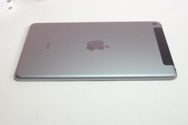 iPad mini4 16GB スペースグレイ Wi-Fi+cellular au MK6Y2J/A おまけ ANKERモバイルバッテリーPowerCore 10000 BTキーボード付き 送料無料_画像4