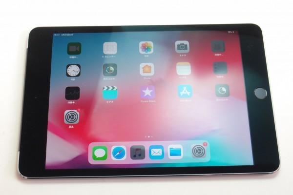 iPad mini4 16GB スペースグレイ Wi-Fi+cellular au MK6Y2J/A おまけ ANKERモバイルバッテリーPowerCore 10000 BTキーボード付き 送料無料_画像2