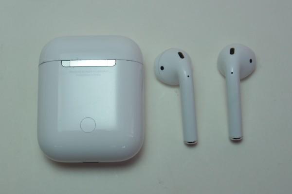 Apple AirPods iPhone iPad用アップル純正ワイヤレスイヤホン MMEF2J/A おまけ付き 左右独立 Bluetooth マイク付きイヤホン 送料無料_画像2