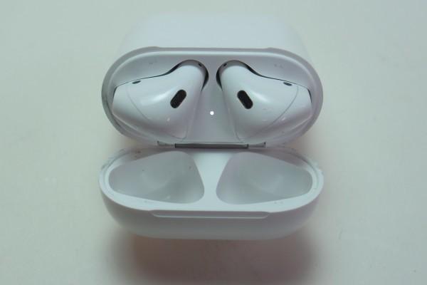 Apple AirPods iPhone iPad用アップル純正ワイヤレスイヤホン MMEF2J/A おまけ付き 左右独立 Bluetooth マイク付きイヤホン 送料無料_画像5
