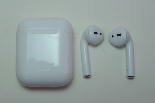 Apple AirPods iPhone iPad用アップル純正ワイヤレスイヤホン MMEF2J/A おまけ付き 左右独立 Bluetooth マイク付きイヤホン 送料無料_画像3