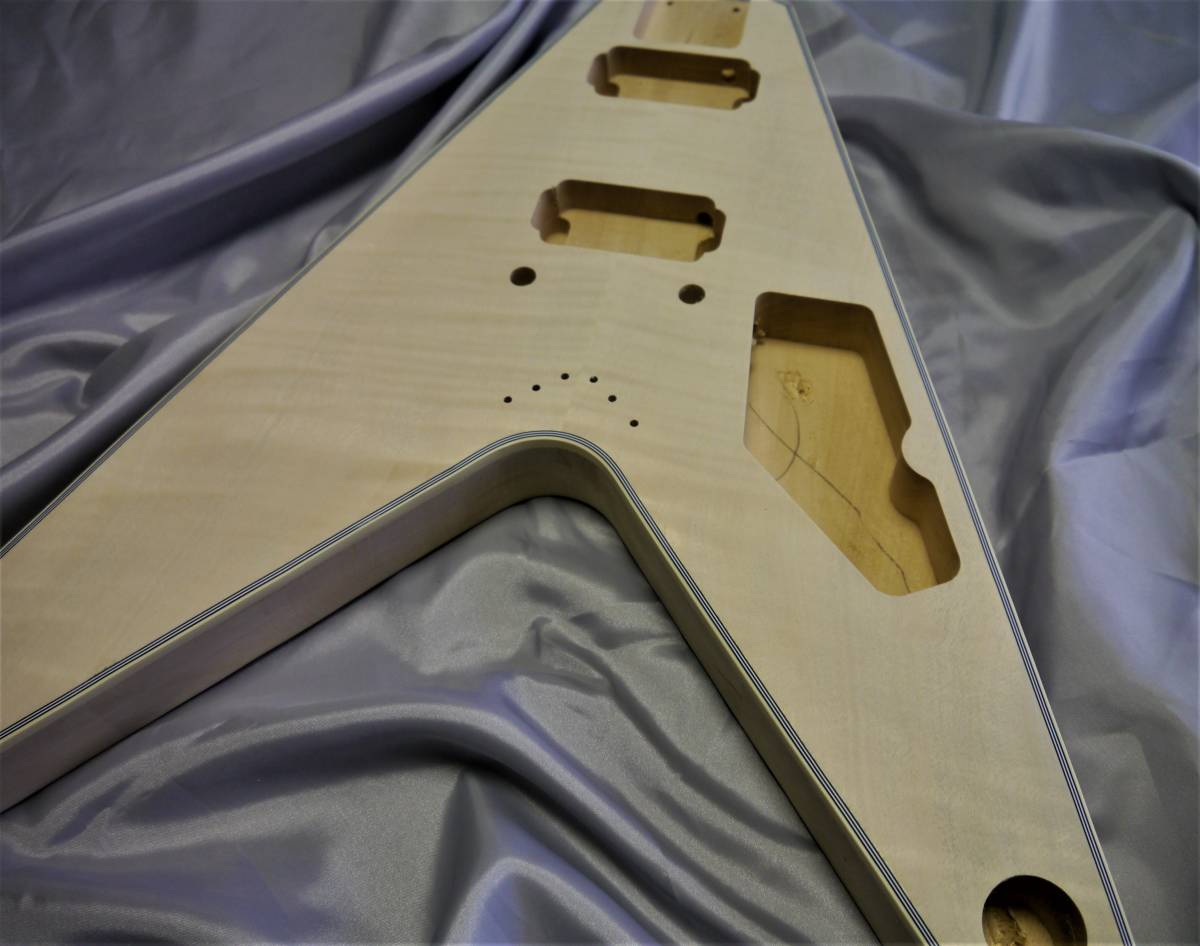 ★DIYギターに!フライングV 組み立てキット 説明書付 ジャンク_画像3