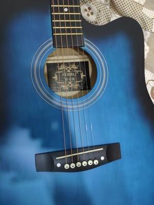 38寸インチの黒青の木ギター_画像2