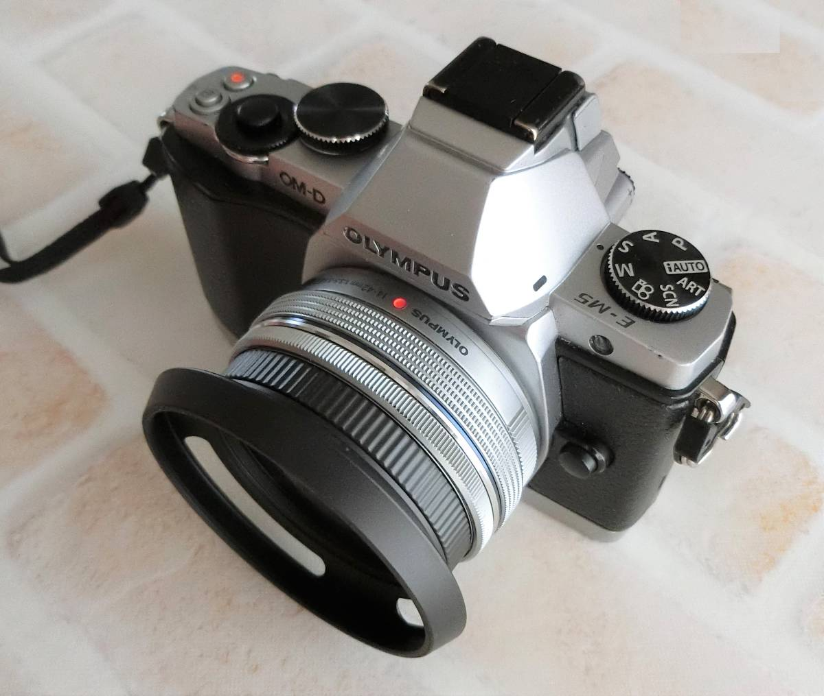 【新品/送料185円】OLYMPAS 黒 フード付き 自動開閉式レンズキャップ LC-37C-20 オリンパス E-M10 E-M5 E-M1 レンズ キャップ ブラック JJC_画像5