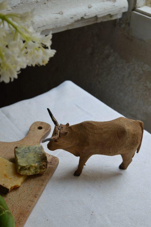 珍品フランスアンティーク カマルグの牛 木のオブジェ 西洋民藝