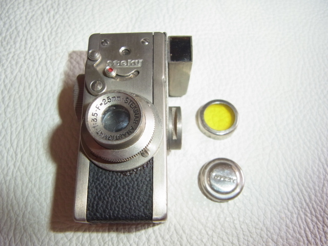 ■極希少 極美品 完動品 1947年発売(昭和22年)■理研光学(現リコー)豆カメラ『Steky 1型』16ミリフィルム 【純正ケース、フィルター付】_画像2