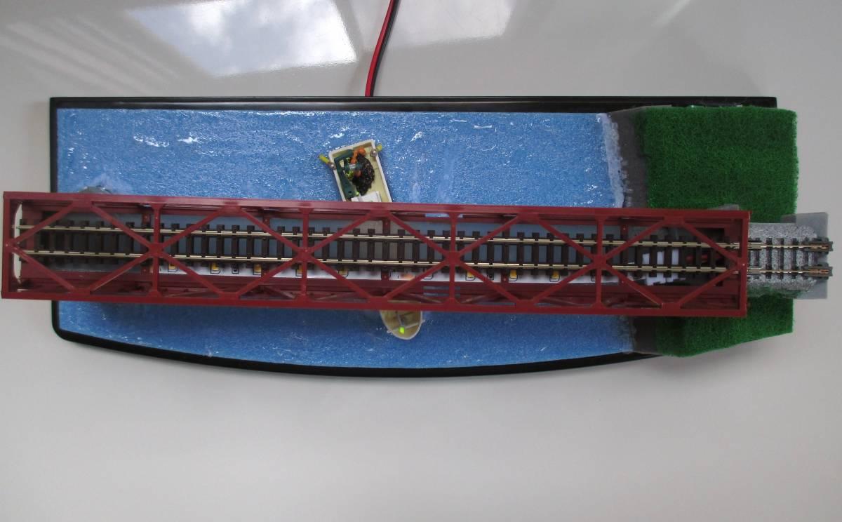 【ジオラマ】 トラス鉄橋ライトアップ (展示ケース) ※展示車両、電源アダプタ・リモコン付属_画像3