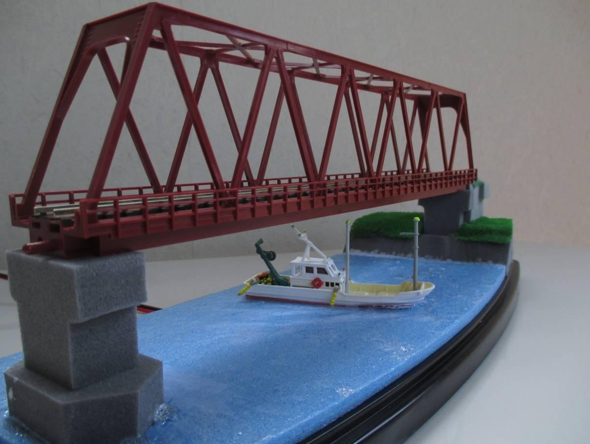 【ジオラマ】 トラス鉄橋ライトアップ (展示ケース) ※展示車両、電源アダプタ・リモコン付属_画像5