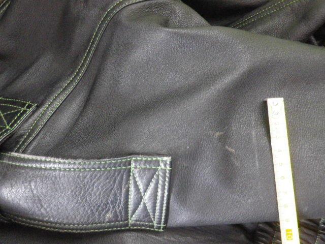 ☆当時物!KUSHITANI/クシタニ製革ジャンkawasaki仕様です、ステッチがライムグリーンになっていてカワサキファンにはお勧め☆_肩のベルトにも擦れがありました