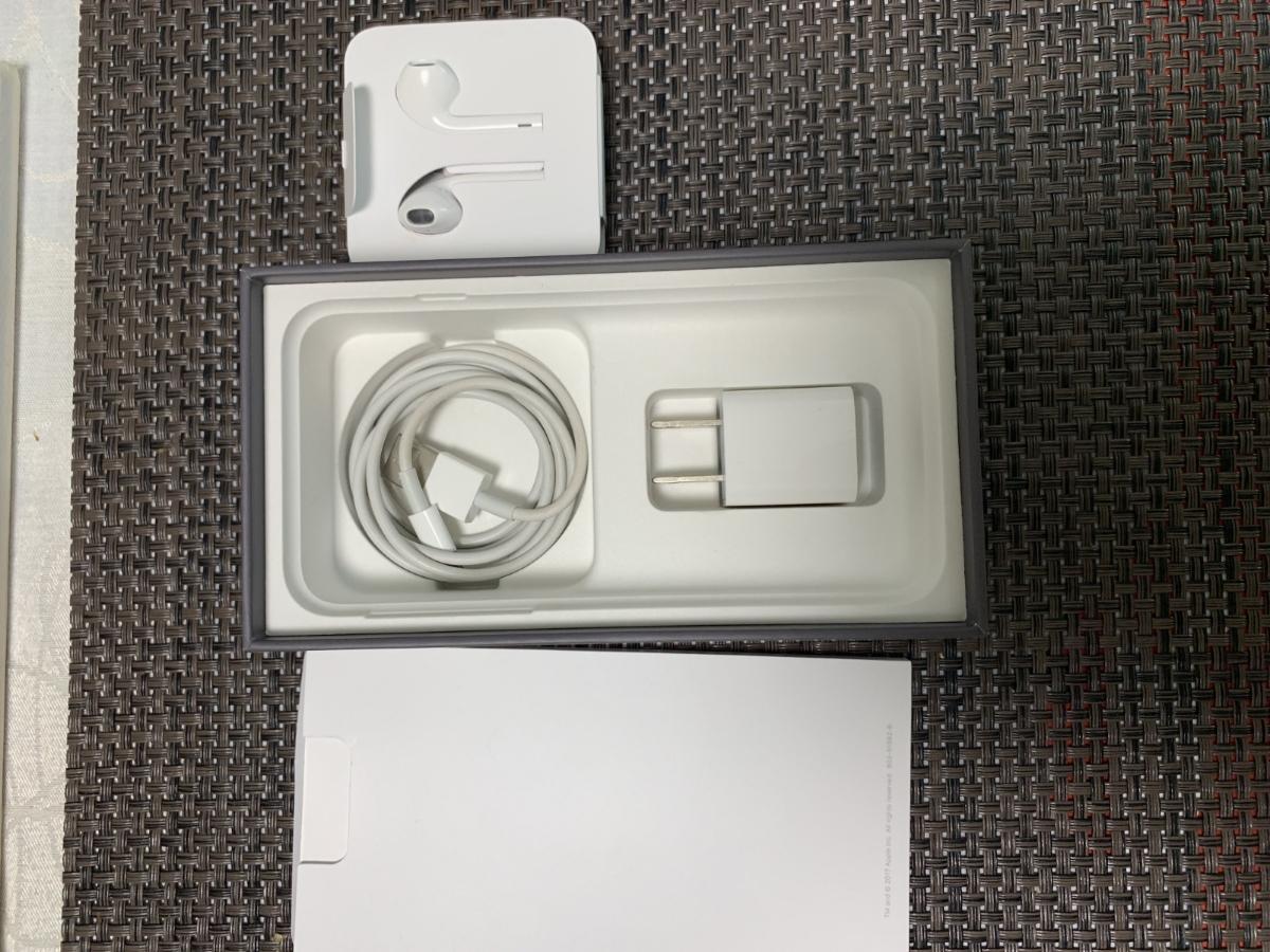 Simフリー iPhone8 64GB スペースグレイ Black ブラック 中古美品 バッテリー100%残 AU Simロック解除品_画像4