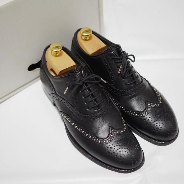 送料込 junhashimoto(ジュンハシモト)ウイングチップ スタッズ レザーシューズ 定価62,640円 25.5cm 短靴 AKM 1piu1uguale3 メンズ 黒革靴_画像1