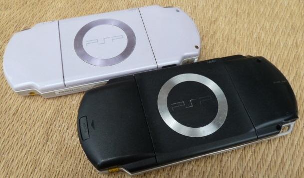 ソニー SONY PSP プレイステーション・ポータブル 本体 ブラック PSP-1000/ホワイト PSP-2000 2台セット_画像2