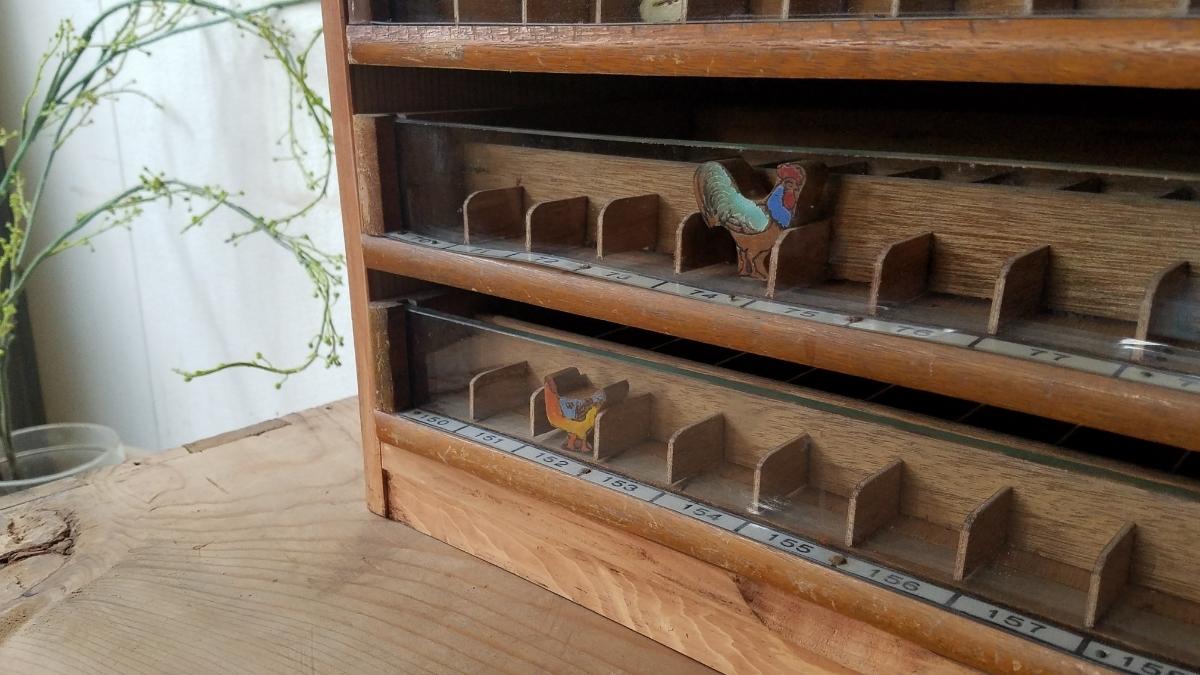 古い前面ガラス 小引き出し ショーケース ソーイングボックス 書類棚 道具箱 アンティーク 糸ケース_画像9