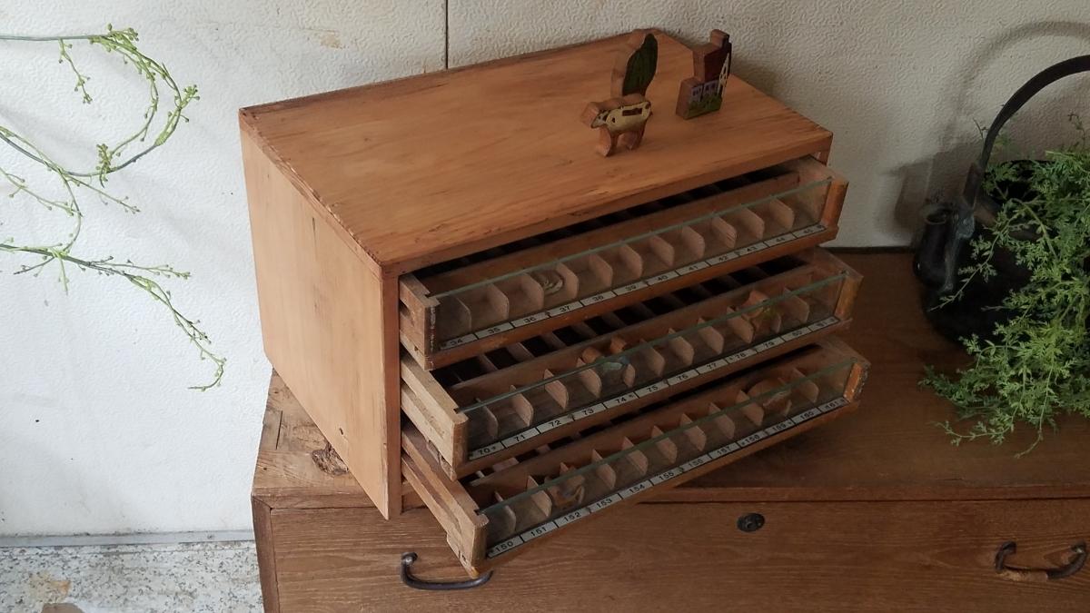 古い前面ガラス 小引き出し ショーケース ソーイングボックス 書類棚 道具箱 アンティーク 糸ケース_画像4