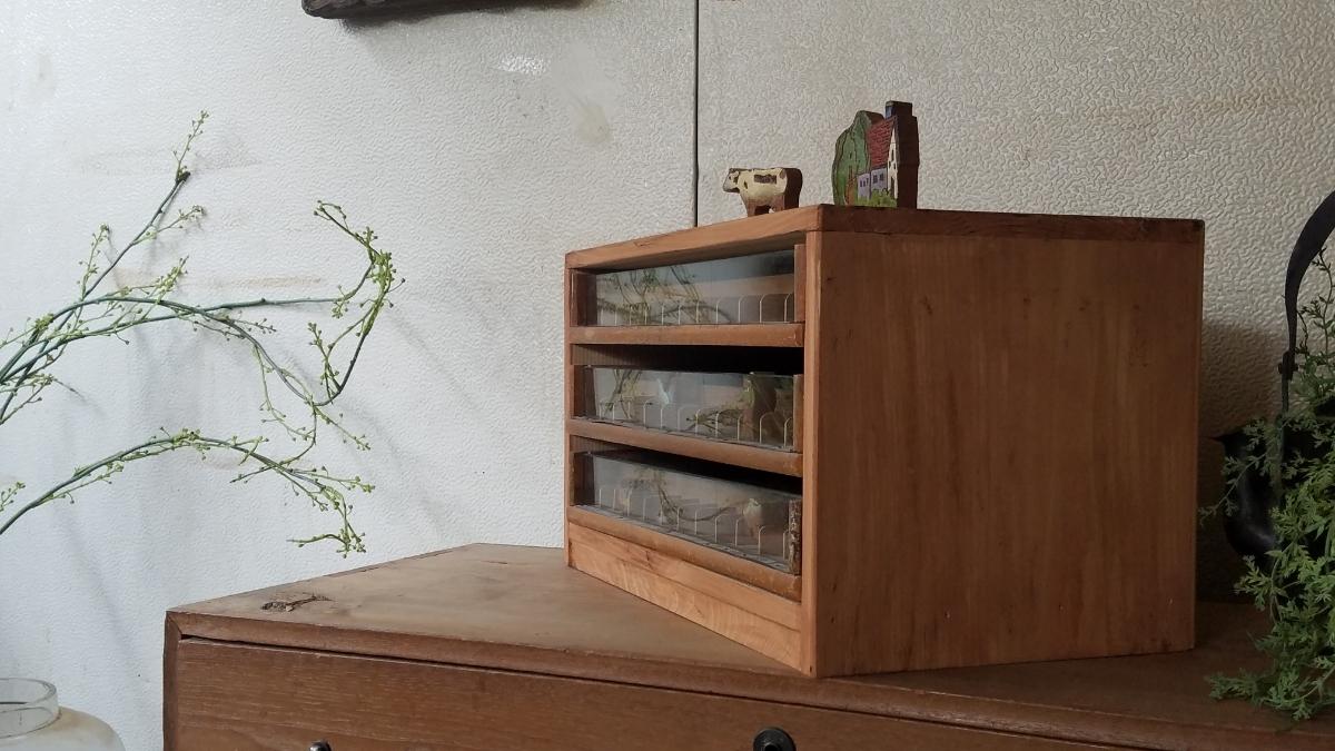 古い前面ガラス 小引き出し ショーケース ソーイングボックス 書類棚 道具箱 アンティーク 糸ケース_画像8
