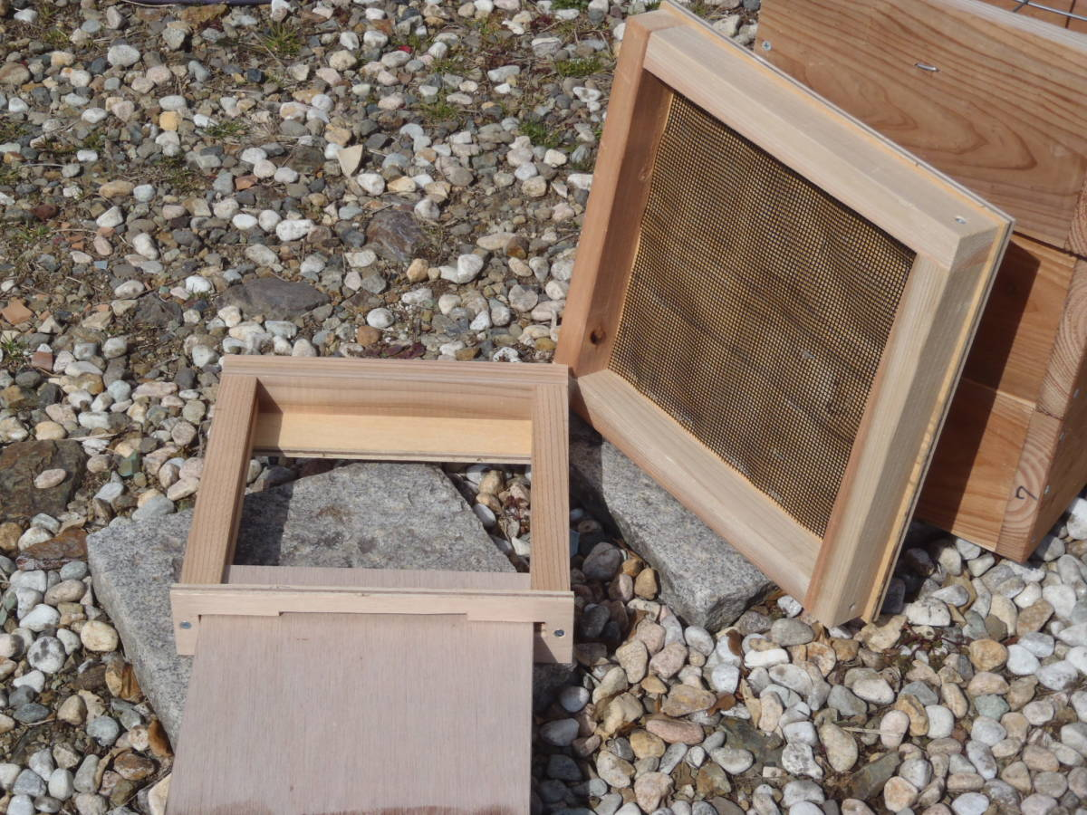 ※大好評、今がチャンス! 日本蜜蜂巣箱、日本ミツバチ巣箱、重箱三段式、底板スライド式、飼育箱、待ち箱、蜜蝋塗布済, 送料梱包料込み_画像6