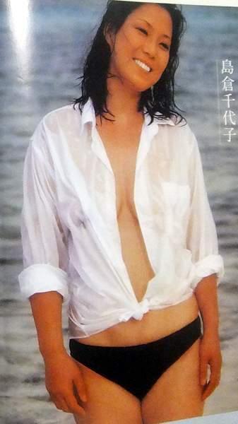 ★切り抜き、島倉千代子さん ★ 夏の日の セミヌード ★ 4ページ 両面・・・_画像3