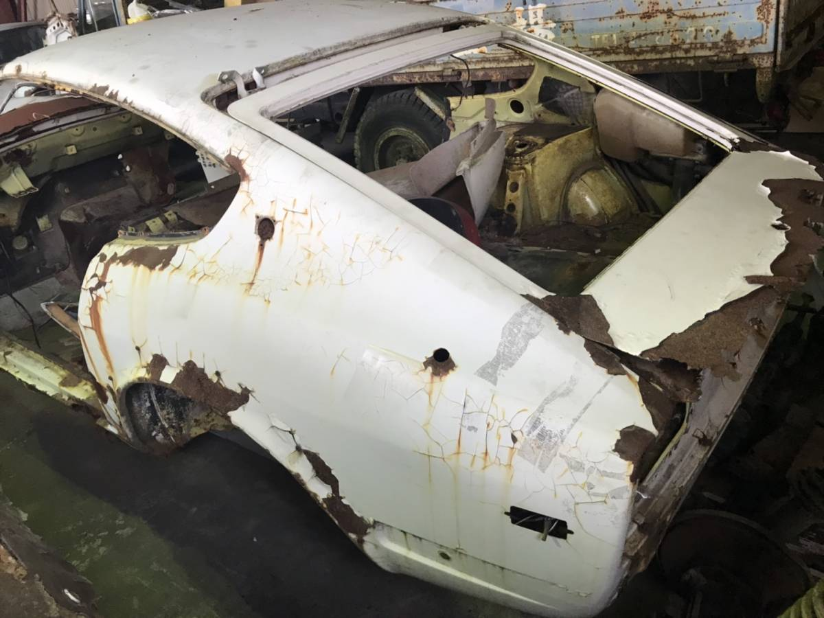 outright sales! S30 S31 240Z? Fairlady Z without document Don gala body parts Junk ①!