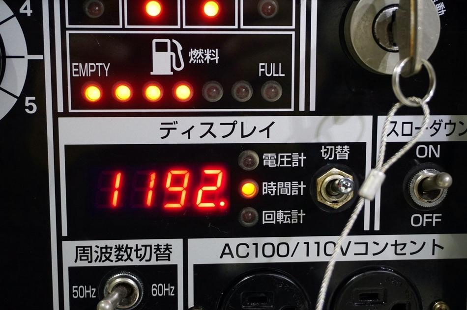 【完全売切り】希少!現行モデル!ワンオーナー品 超低騒音 300A ■2人用 溶接機 ■兼 発電機【DGW310DMC】 / 三相 200V 3相 溶接 アーク_画像4