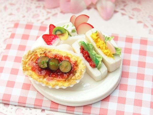 ミニチュア☆カフェランチ☆ナスのミートグラタン&ポケットサンド☆ミントティー&苺ゼリー☆ドールハウス_画像2