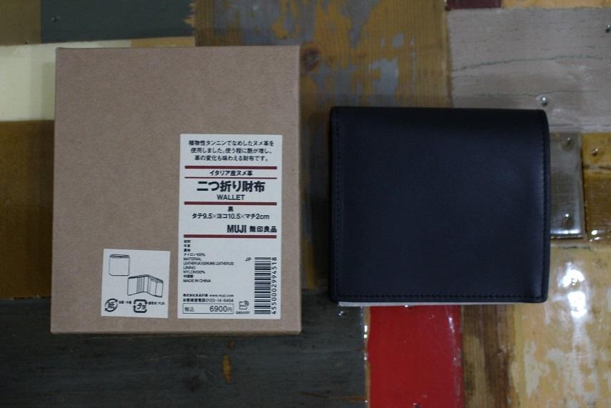 新品 無印良品 MUJI イタリア産 ヌメ革 二つ折り 財布 ブラック 正規品_画像3