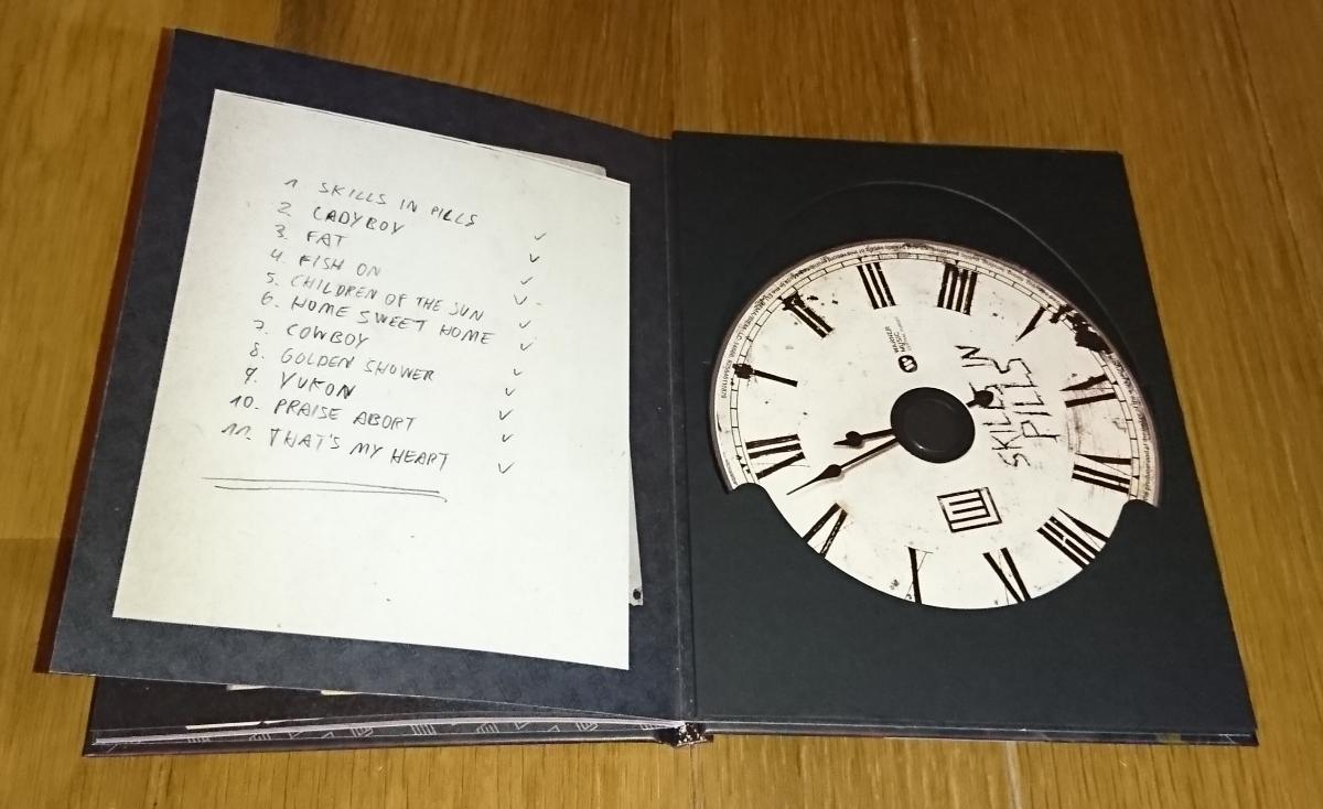 Lindemann Skills In Pills 限定28Pハードカバーブックレット ボーナストラック有り ラムシュタイン 極美品 メタル インダストリアル_画像2