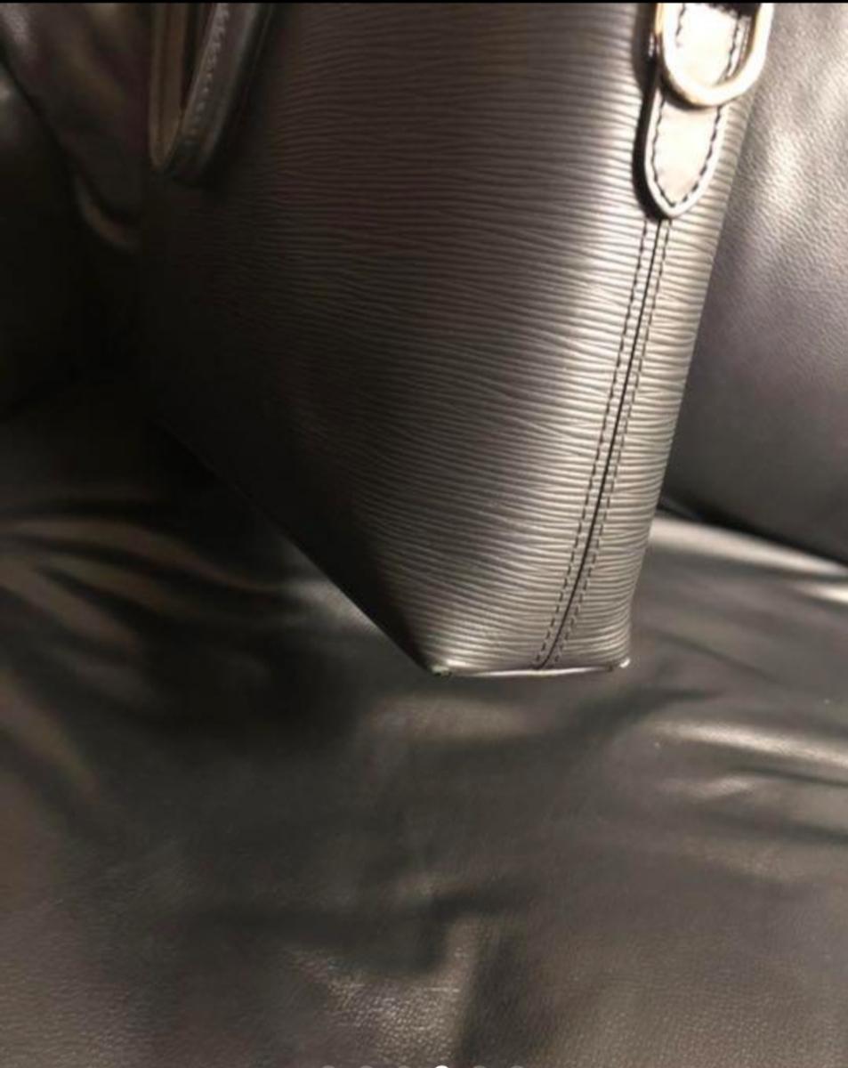 Louis Vuitton エピ ポルトドキュマン ヴォワヤージュ ノワール 極美品 定価288.360円 ルイヴィトン_画像4