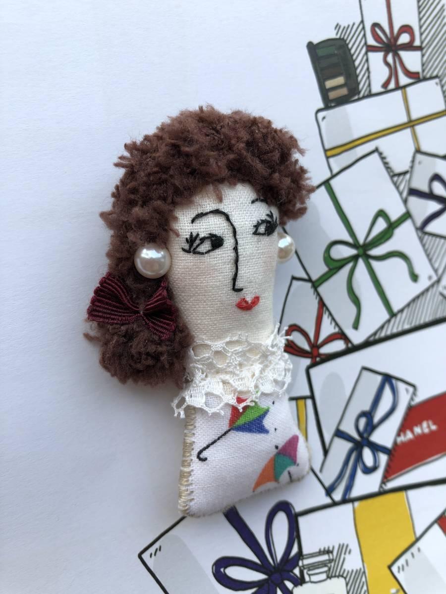 ハンドメイドドールブローチ☆アメリカヴィンテージ布 フランスアンティークレース 手作り人形 パール リボン_画像2