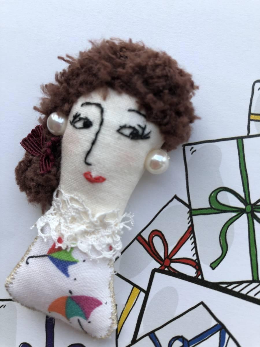 ハンドメイドドールブローチ☆アメリカヴィンテージ布 フランスアンティークレース 手作り人形 パール リボン_画像3