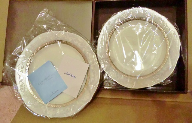 送料無料 Noritake ノリタケ ハンプシャープラチナ 23cm アクセント プレート 皿 ペアセット 未使用品 MADE IN SRI LANKA_画像1