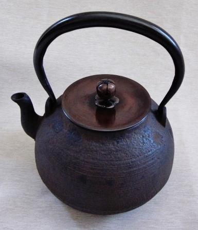 新品!京都 芋型鉄瓶 【茶道用鳴り金付】 蓋 梅紋摘 唐金製拍賣