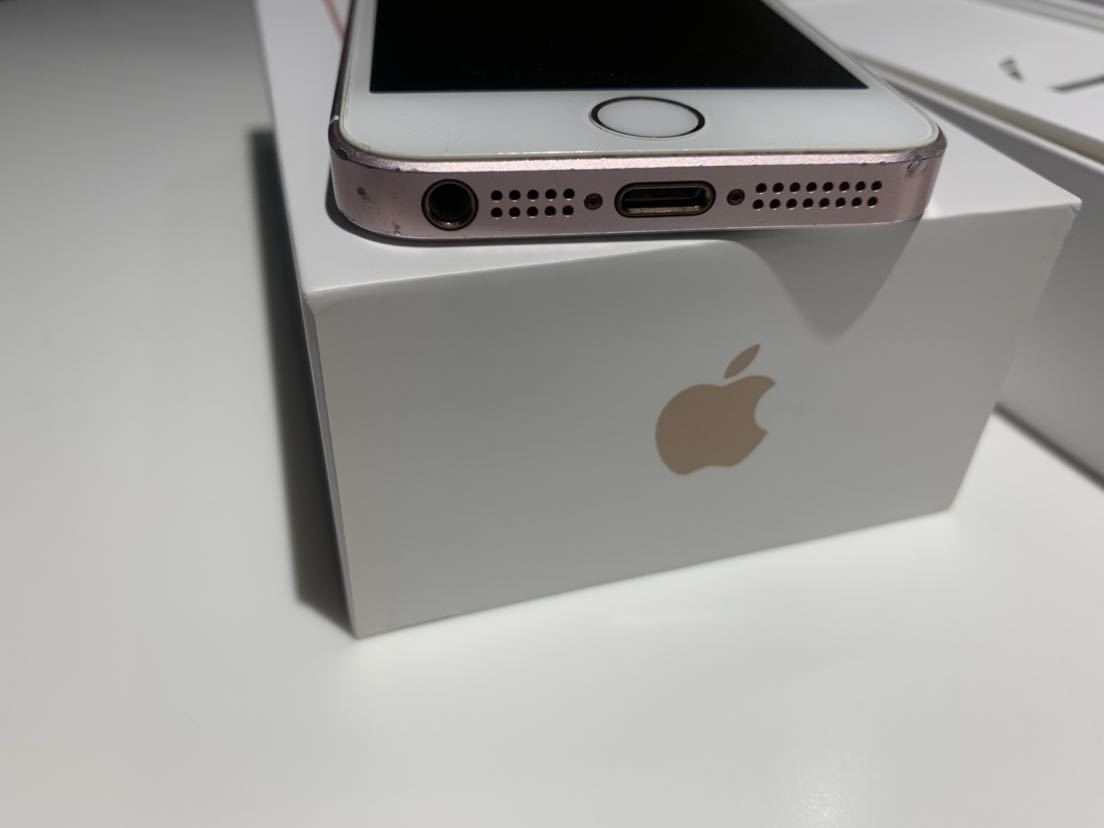 1円~ 送料無料 ジャンクだけど問題なく使用可 ジャンク理由は画面浮き 中古 SlMロック解除済み au Apple iPhone SE 64GB ローズゴールド _画像7