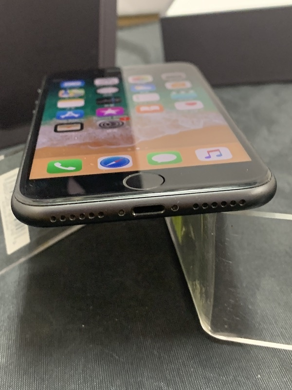 【au】【判定◯NW制限保障】iPhone8 64GB 黒 スペースグレー au系MVNO使えます!即決あり!_画像4