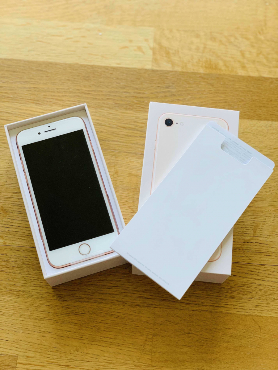 ♪iPhone8 64GB ゴールド♪ 新品未使用 SIMロック解除済 一括払い済 元キャリアau_画像2
