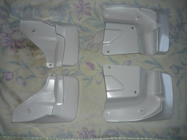 純正パール塗装済み トヨタハイエース200系 1型2型3型4型5型共通マッドガード1台分
