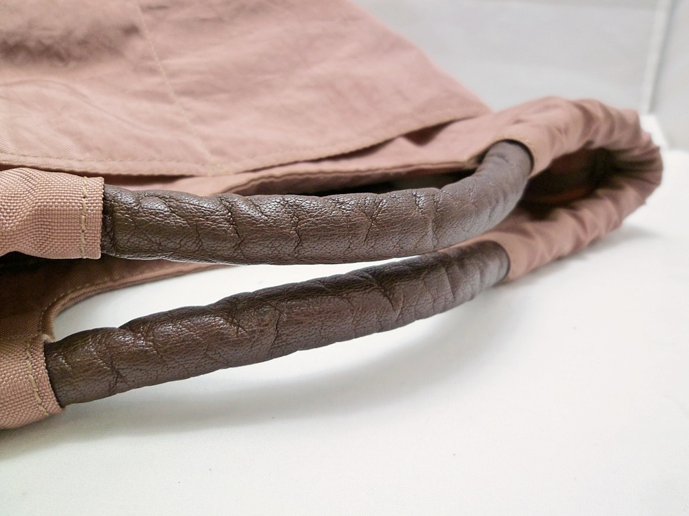 19-1350【中古】IBIZA イビザ イビサ ナイロン ハンドバッグ ピンク 花 ワンポイント 日本製 保存袋つき レディース_画像5