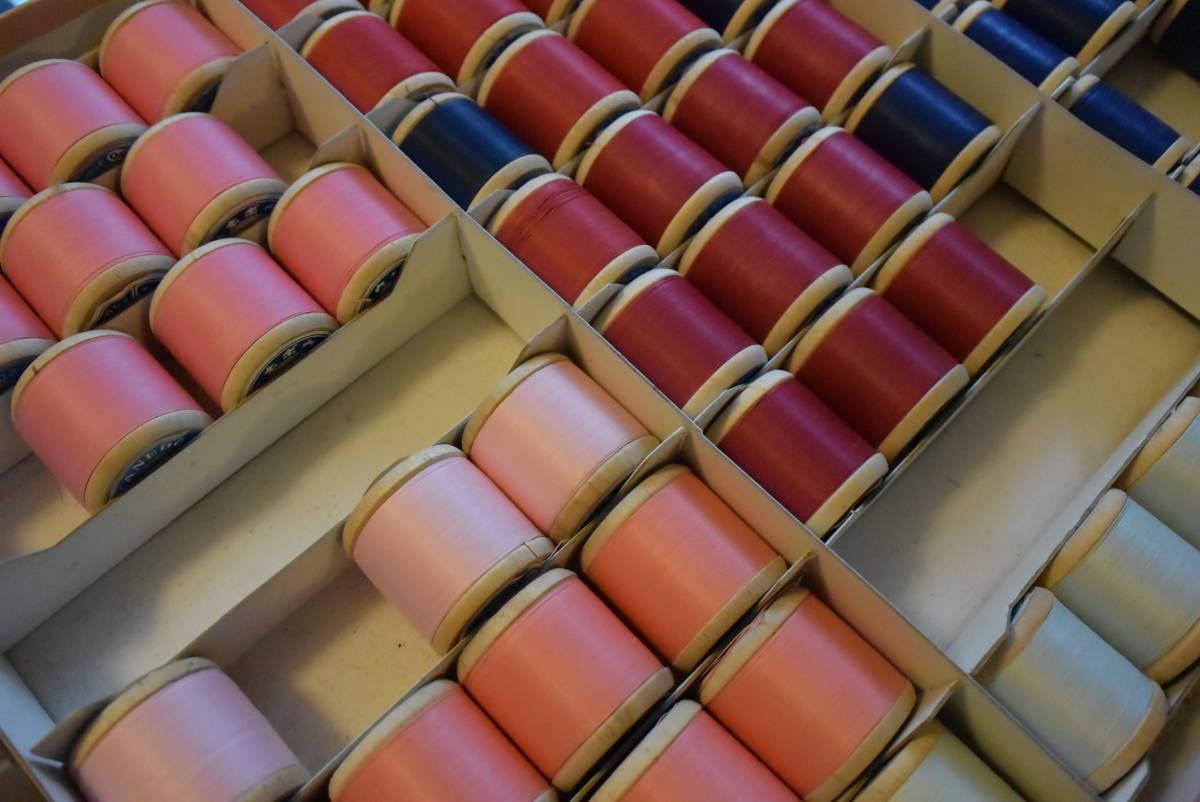 【椿】縫い糸【大量!カネボウ カタン糸 173個】まとめて 2段重ね箱手芸用品ハンドメイド材料洋裁縫刺繍編物ミシン糸長期保存未使用★12_画像7