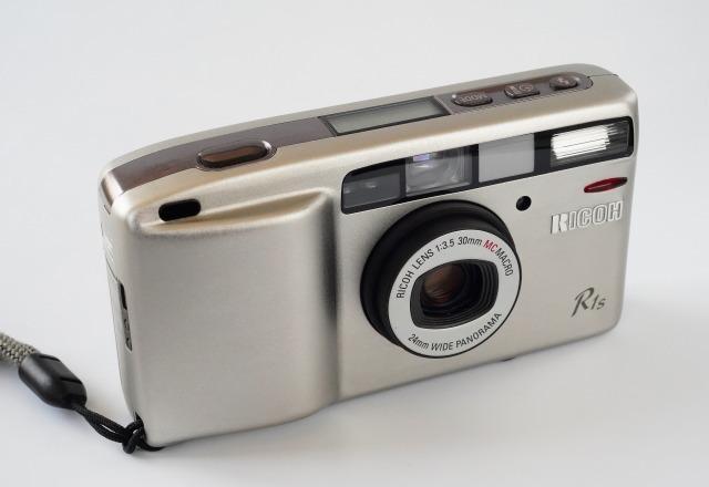 リコー (RICOH) R1s (プラチナムシルバー) 【フィルムカメラ】 (外観きれいな状態・要モルト交換)