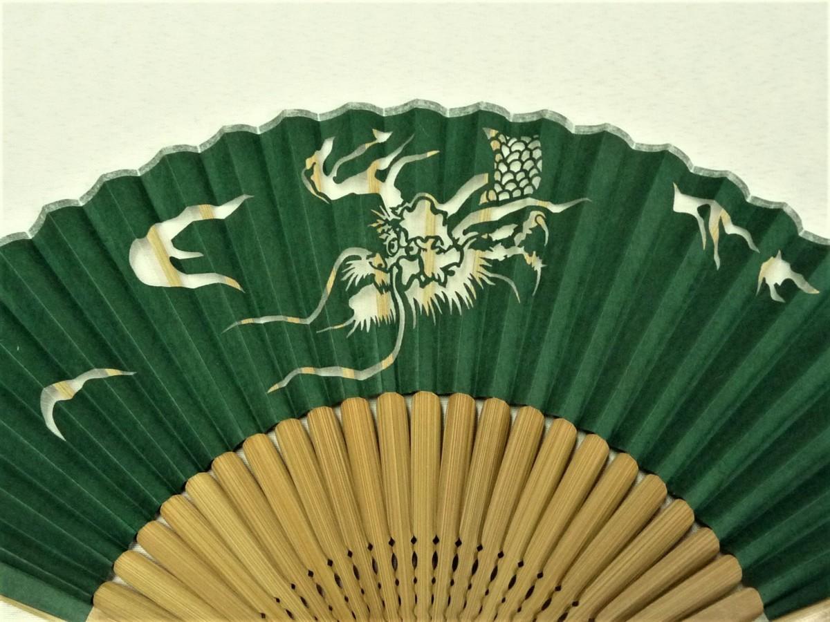 まゆの四季/箱付き/シルク絹生地紙貼り透かし/扇骨竹製/切り絵扇子-龍緑_画像2